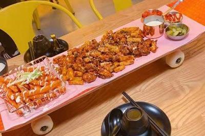 怎么开特色餐饮店 滑板鸡梦想主题餐厅加盟需要多少资金