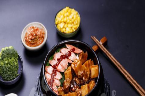 石锅饭店哪里可以加盟 食趣石代一个很好的商机