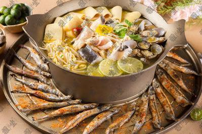雅坐涮烤锅王 是特色的主题餐厅加盟品牌