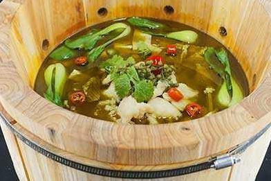 小城市加盟什么店比較好 魚你相伴噴泉魚*鍋生意好