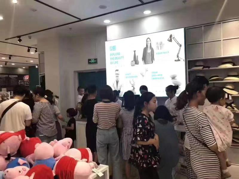 开时尚百货店哪个品牌好 芊荟**时尚百货有市场