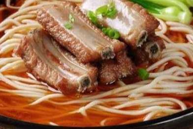 在武汉开一家牛肉面馆怎么样 一共要投资多少*