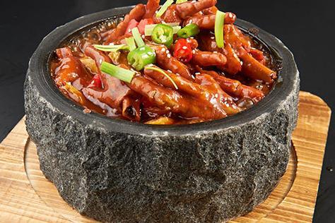 鮮饞后飽泡泡雞加盟提供石鍋設備嗎