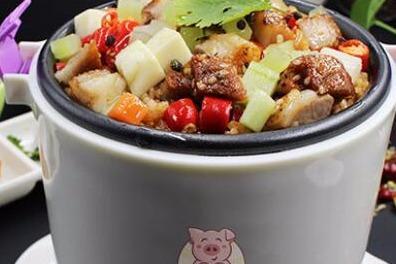 现在的年轻人都喜欢吃什么样的快餐 爱尚焖小猪烤肉焖饭