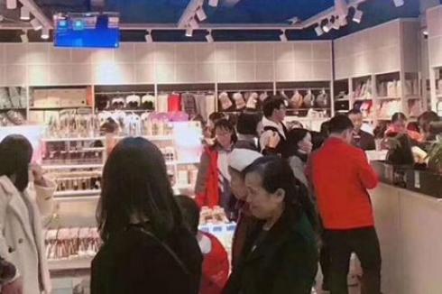一拖二店面做什么生意 芊荟**快时尚百货