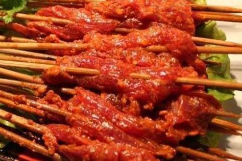 重慶哪兒的串串好吃 這家串串生意很火熱