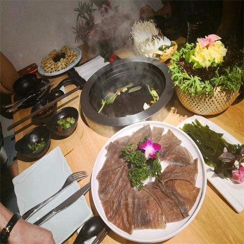 腩潮鲜牛腩火锅适合加盟吗