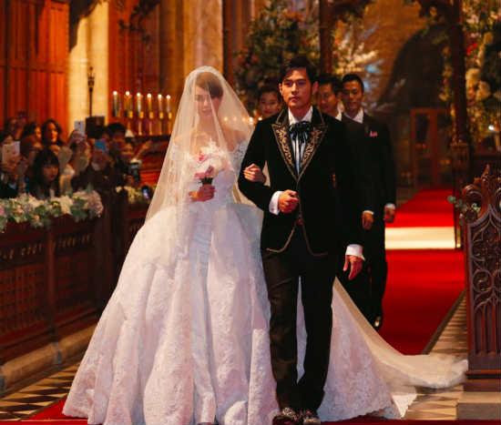 周杰伦与昆凌17日在英国古堡举行婚礼 周杰伦婚纱照宛如文艺爱情电影