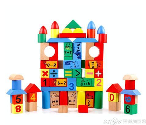 益智玩具还具有协调身体机能的作用,例如孩子将一盒积木砌出图形,除了