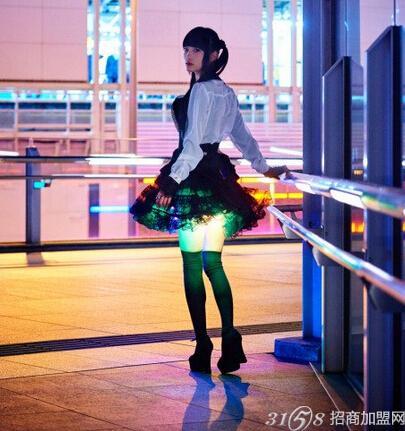 在日本文化中 女孩超短裙底部到长筒袜顶端的大腿