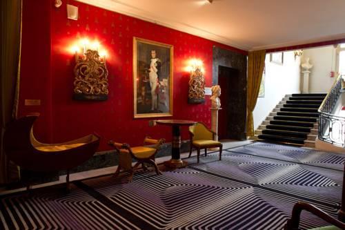 这种风格比较受顾客喜爱  首先,红酒店的走廊,公共空间应该营造什么气