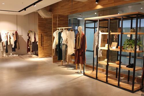 品牌女装_品牌女装折扣店,开店有什么经营和赚钱的诀窍?