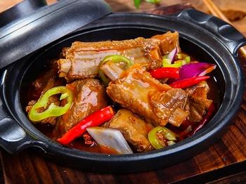 锅先森台湾卤肉饭快餐加盟