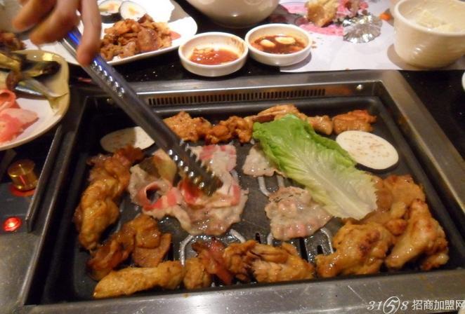 怎么加盟韩式自助烧烤?皇家烤官带你赚钱-创业资讯