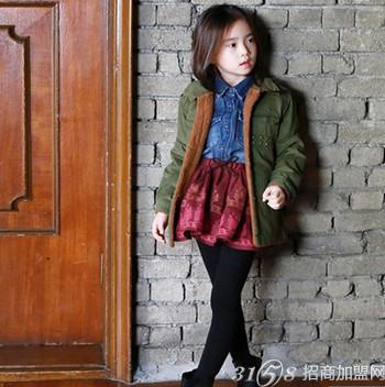 以专业的设计团队和韩国一流服装设计师带动童装发展的新趋势,让孩子图片