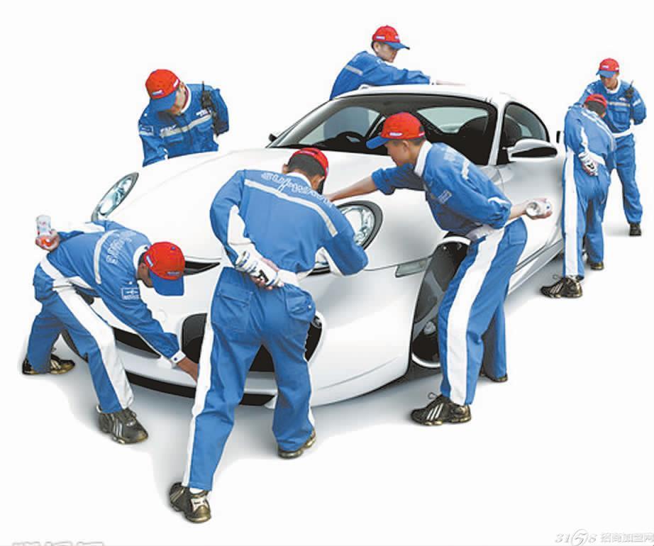 答1:汽车美容加盟店应一向坚持服务第一,品牌第二,尽量给顾客营造温馨的感觉,抓住顾客的心理需求,因为现今顾客对服务的要求是比较高的。许多有车一族,尤其是女车主会花几百、数千甚至更多的钱装点自己的车。 答2:提高店面形象,向高档汽车美容店发展,现在的汽车美容店大部分都是小规模经营。店面规模小,难以避免给人杂乱的感觉。然而,即使是一些店面规模较大的汽车 美容店,店内的设计和管理仍然有待提高。以最基本的客户休息室来说,大部分汽车美容店普遍还没有比较舒适的顾客休息区,只是提供简陋的桌椅。现在不少汽车 美容店已经开