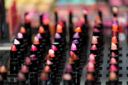 开一个MAC化妆品专柜一共要多少*