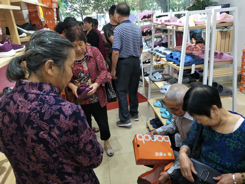 由步多邦荣昌店开业看中老年市场发展趋势,步多邦