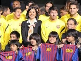 巴萨日本探望地震受灾儿童