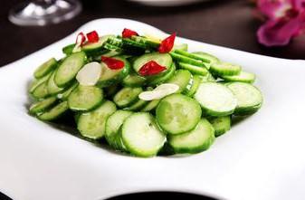 川菜凉菜食谱推荐 凉拌黄瓜红椒做法