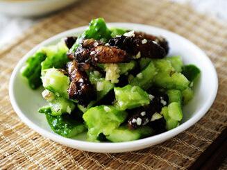 蚕蛾拌黄瓜的做法 经典鲁菜食谱首推