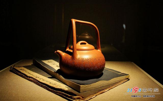 茶艺师揭秘壶与茶的关系 茶壶密度会影响泡茶效果