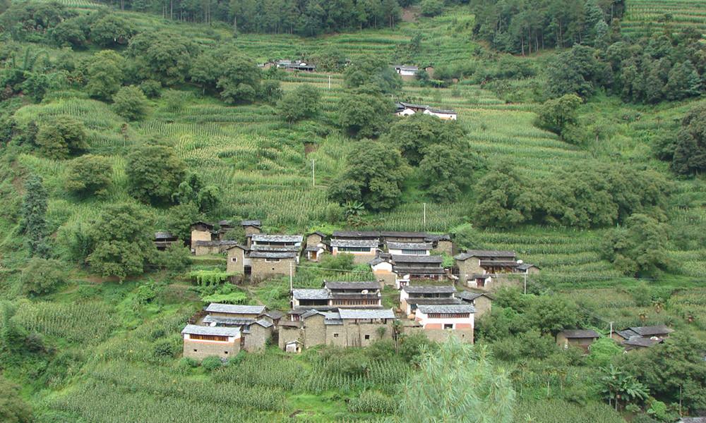 """1凤庆位于云南省的西南部,是世界著名的""""滇红""""之乡。是世界种茶的原生地之一。"""