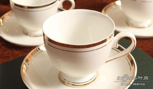喝英式红茶应该使用什么茶具 英式下午茶配哪些点心图片
