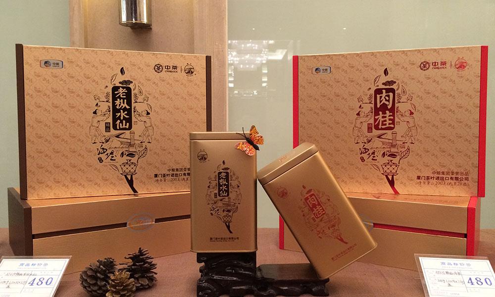 厦茶公司此次一共推出了包括珍藏版肉桂、三坑两涧茶、茶师茶、BigBoss(轻奢版)、乐享肉桂、焙酵铁观音、水中香在内的20余款新品。