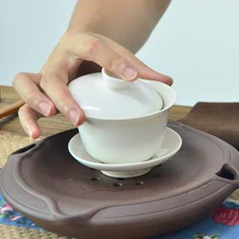 教你正确使用手中的盖碗 泡出一杯香甜可口的好茶