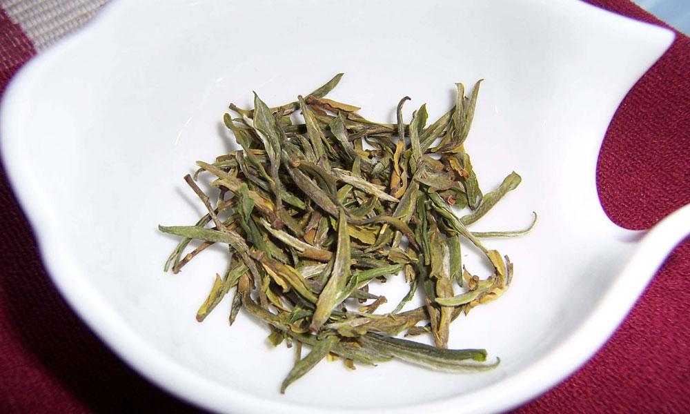 1.我们知道,但凡山峦重叠,佳木葱郁,云海飘渺的名山大岳,几乎都出名茶,如黄山毛峰、武夷岩茶、庐山云雾等,都是茶中上品。