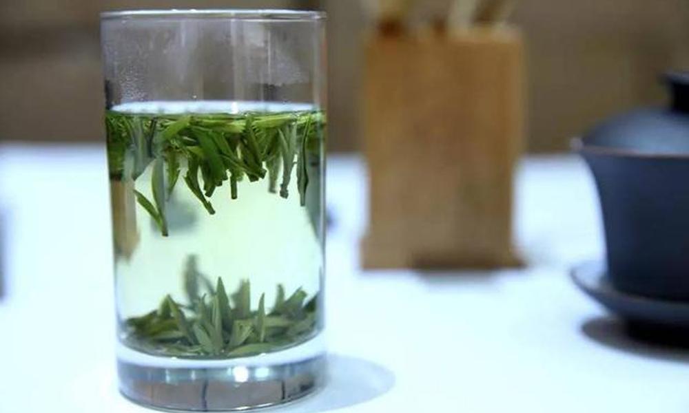 7.泡一杯仙毫,闻着绿茶的清香,看着一颗颗倒立于杯中的茶叶,来一段优雅的音乐,这个午后的时光,过得如此的惬意。