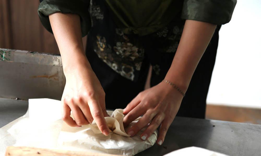 6.自己亲手制作的茶叶饼特别珍贵,这样的体验真是非常难得。