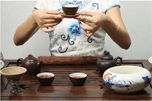 从茶桌上的礼仪窥见一个人的素养