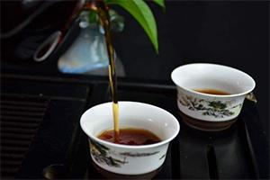倒茶是一门学问 也是人生礼仪的一堂教育课
