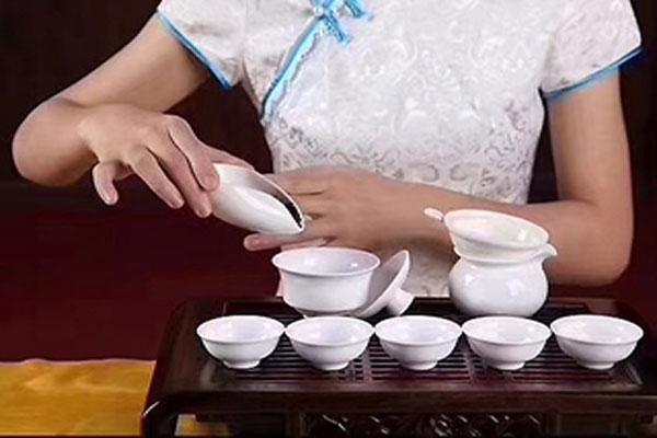 茶艺师 一个以优雅姿态赋予茶灵魂的职业